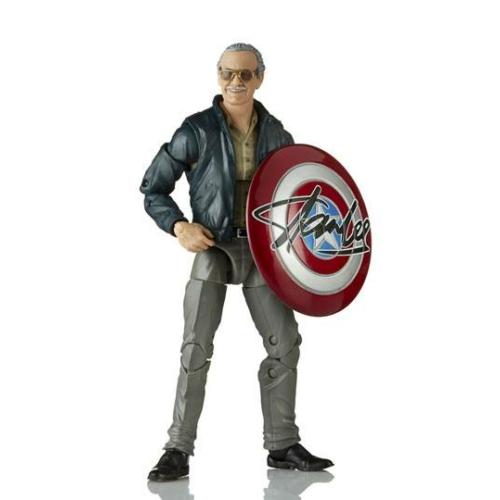 MARVEL Legends Series mozgatható Akció Figura Stan Lee dedikált Amerika Kapitány pajzzsal és sakktáblával (Marvel's The Avengers) 16 cm