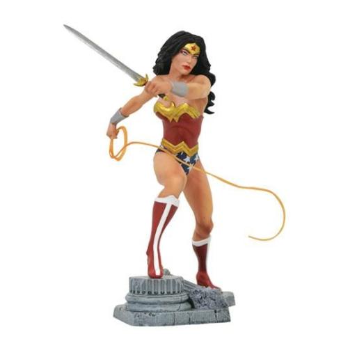 ELŐRENDELÉS - DC Gallery PVC Szobor Wonder Woman Lasso Comic  23 cm