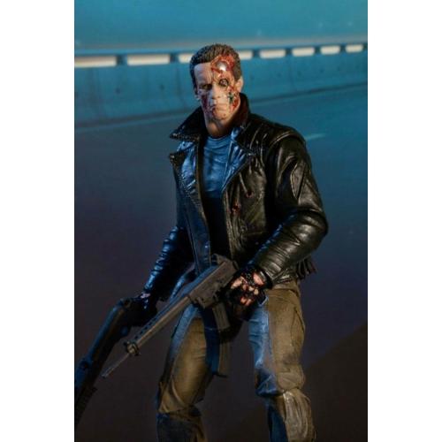 Terminator Ultimate Police Station Assault T-800 (motoros dzsekis) mozgatható gyűjtői figura 3db cserélhető fejjel,2 pár kezekkel,SPAS-12 shotgunnal,AR-18 revolverrel,Smith&Vesson Model 15 kézilőfegyverrel 18 cm